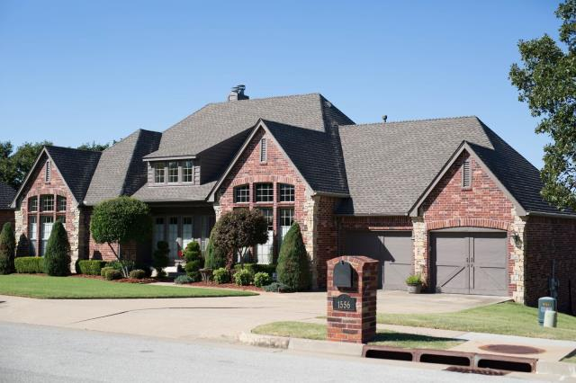 Sand Springs, OK - New Roof Replacement with GAF Timberline HD Shingles in Weathered Wood