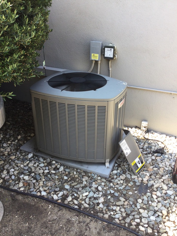 Monrovia, CA - Best Air Conditioning Technician in the area working on Repairing Lennox Air Conditioner that stopped cooling due to heat wave