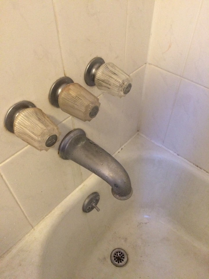 El Monte, CA - Price pfister tub shower leak
