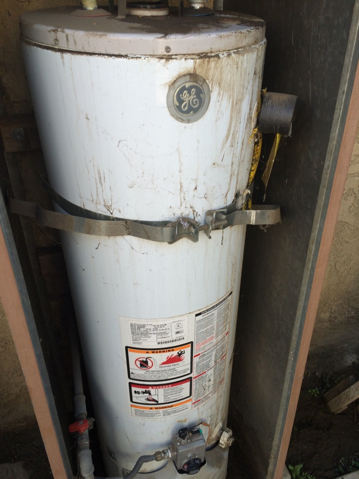 El Monte, CA - Plumbing service call. Palmer in South Almonte. South Almonte plumbing. GE water heater. GE water heater pilot light. Relating GE water heater. GE water heater parts. Plumbing service South Elmonte GE water heater.