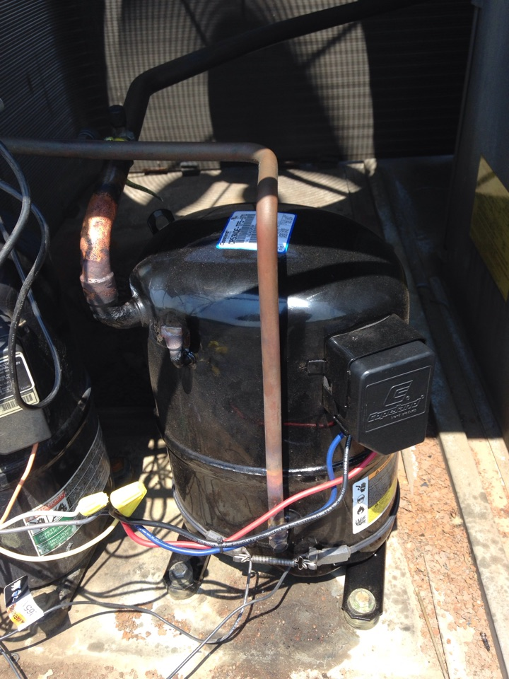 Plymouth Meeting, PA - Install compressor to rooftop unit