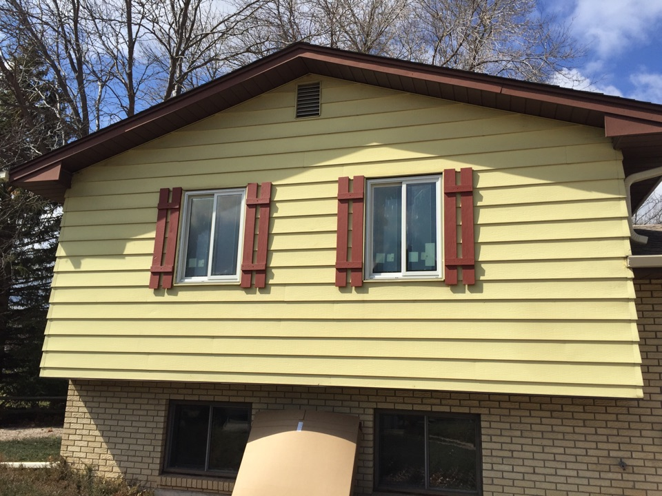 Fort Collins, CO - Replacing old aluminum windows with Renewal by Andersen gliding windows to increase the energy efficiency and curbside appeal.