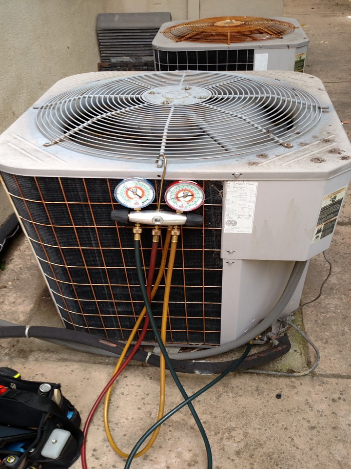 Burlingame, CA - HVAC service for Carrier air conditioner not cooling. Found dirty filter and low on refrigerant. Replaced filter and charged AC unit. Everything working properly at this time