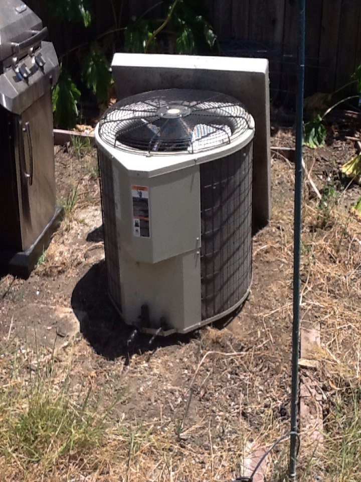 San Carlos, CA - Recovered refrigerant from Payne air conditioning unit. Taped up line set and moved out of the way.