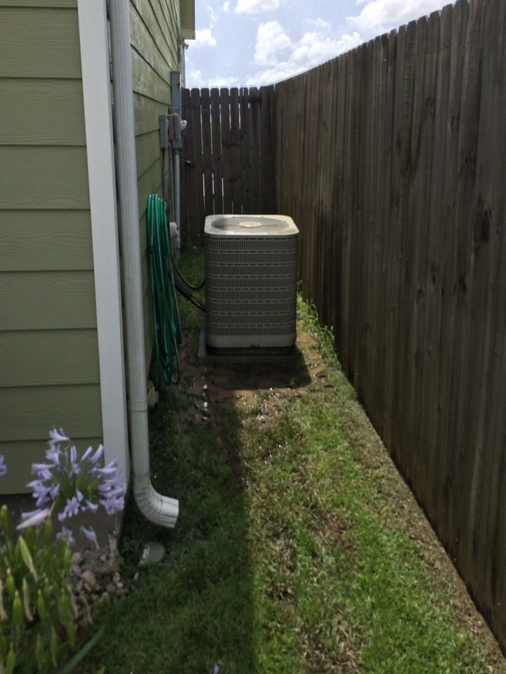 Ventress, LA - Air conditioning service Ventress on Maytag outside condenser, preformed Spring maintenance, tune up and cleaning.