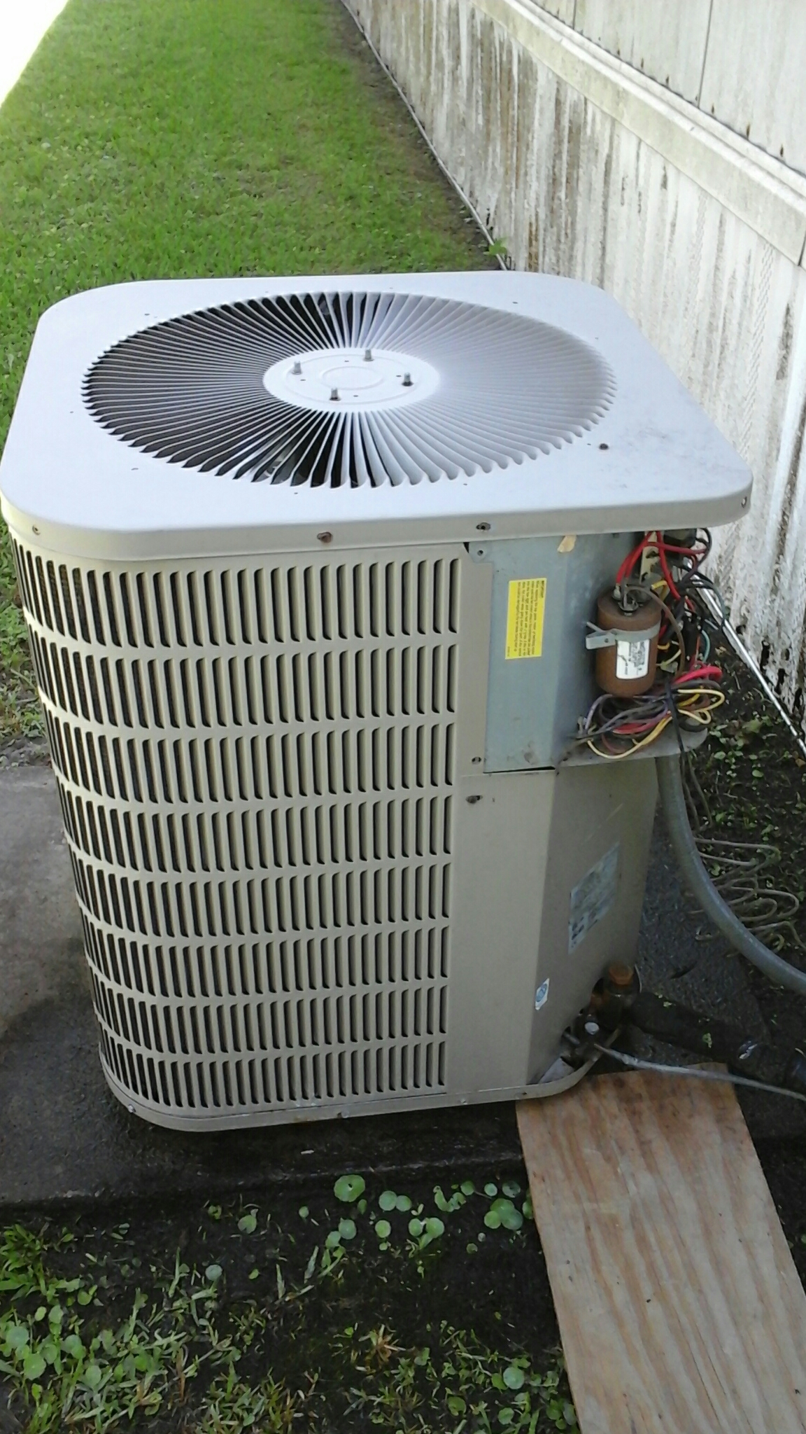 Addis, LA - Air conditioning service Addis on Goodman Heat Pump AC system for no cool, preformed diagnostic, inspection, also inspected carbon monoxide detector for proper operation, thermostat and duct work for any problems. Made needed repair. All unit components working properly at this time.