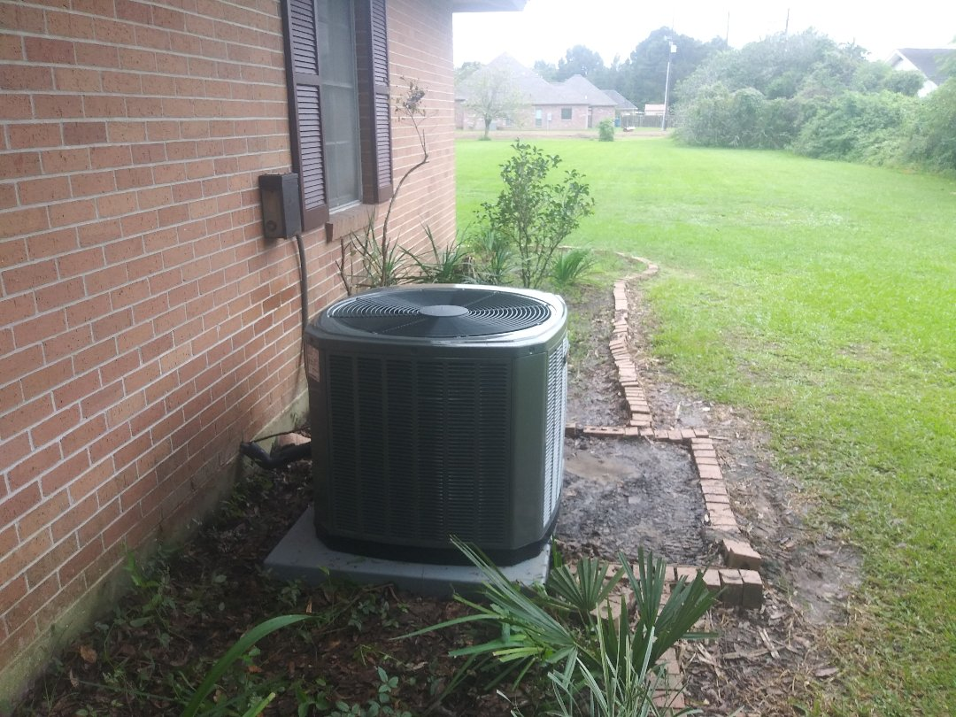 Brusly, LA - Condenser replacement