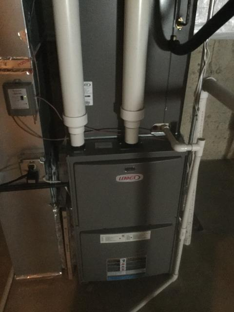 Carpentersville, IL - Clean and check on Lennox furnace