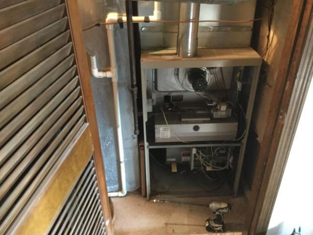Schaumburg, IL - Cleaning and safety inspection of a 16 year old Lennox furnace getting ready for the winter season