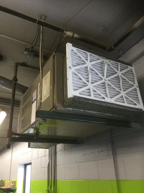 Lake Barrington, IL - Maintence cleaning on an Amana 80% furnace