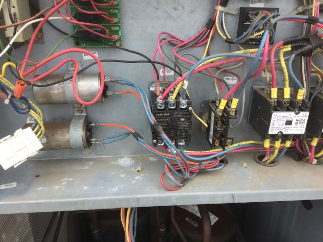 Elgin, IL - Roof top commercial heat unit replaced high voltage contractors belts on 3 rtu units