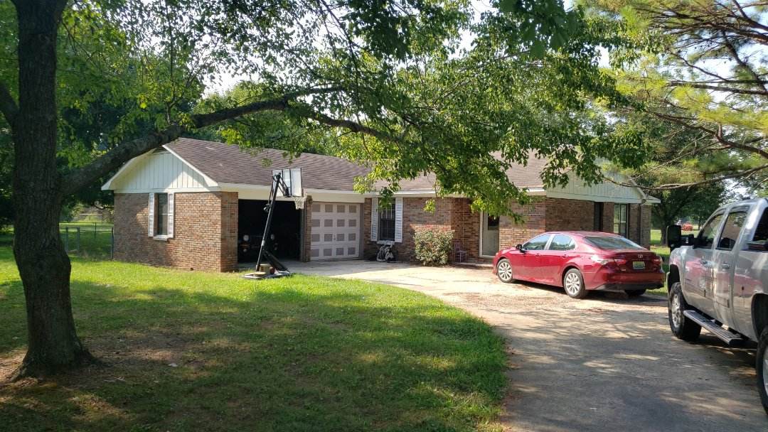 Decatur, AL - At a customers house in Decatur,AL  looking to get a new roof, call Ridgeline Construction for your free estimate!