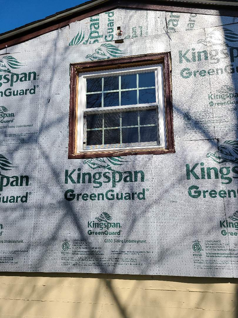 Norwich, CT - Tired of painting your home every few years ? Call VNanfito roofing and siding today for your free estimate for a new siding and window package. Best prices on  Simonton windows