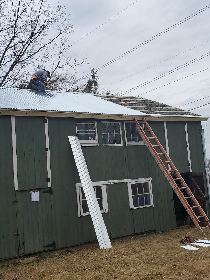 Middletown, CT - Local contractor that can do metal roofing. VNanfito roofing and remodeling.