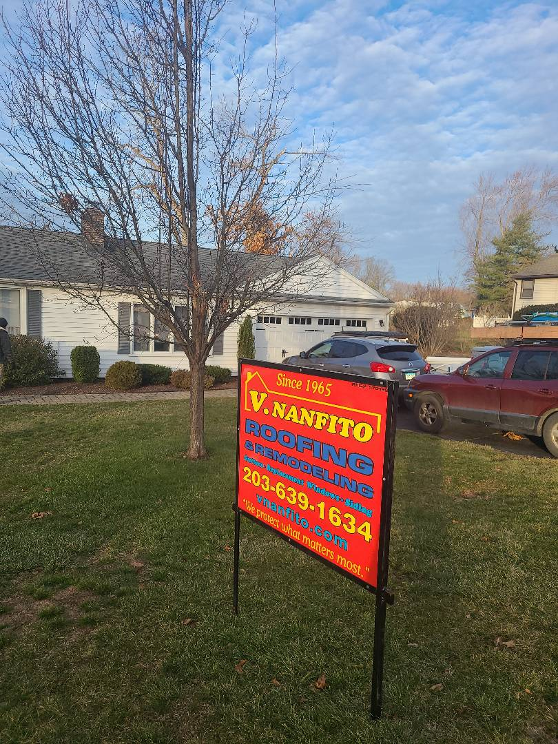 North Haven, CT - Doing a new GAF Timberline HDZ roof and Mastic Vinyl Siding!!