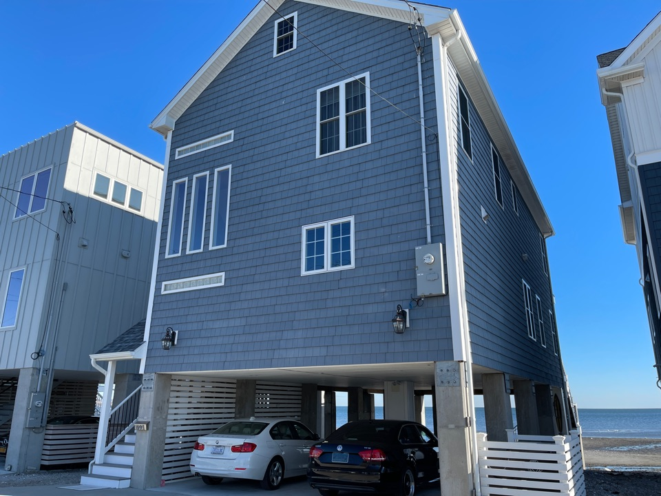 Milford, CT - We are providing an estimate for siding repair on this beach home