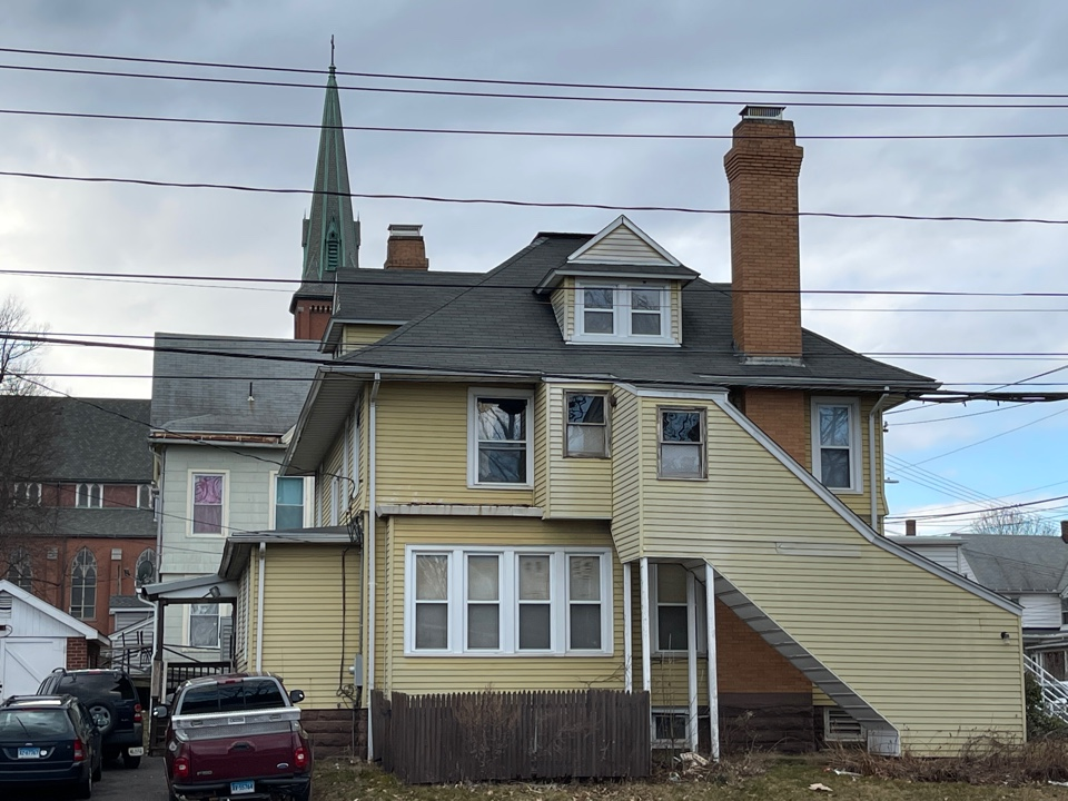Meriden, CT - We are providing an estimate for roofing on this multi family home. GAF Timberline HDZ Shingles