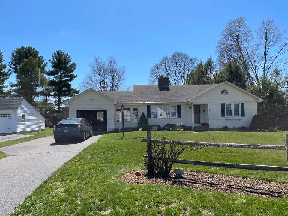 Southington, CT - We are providing an estimate for windows on this ranch home