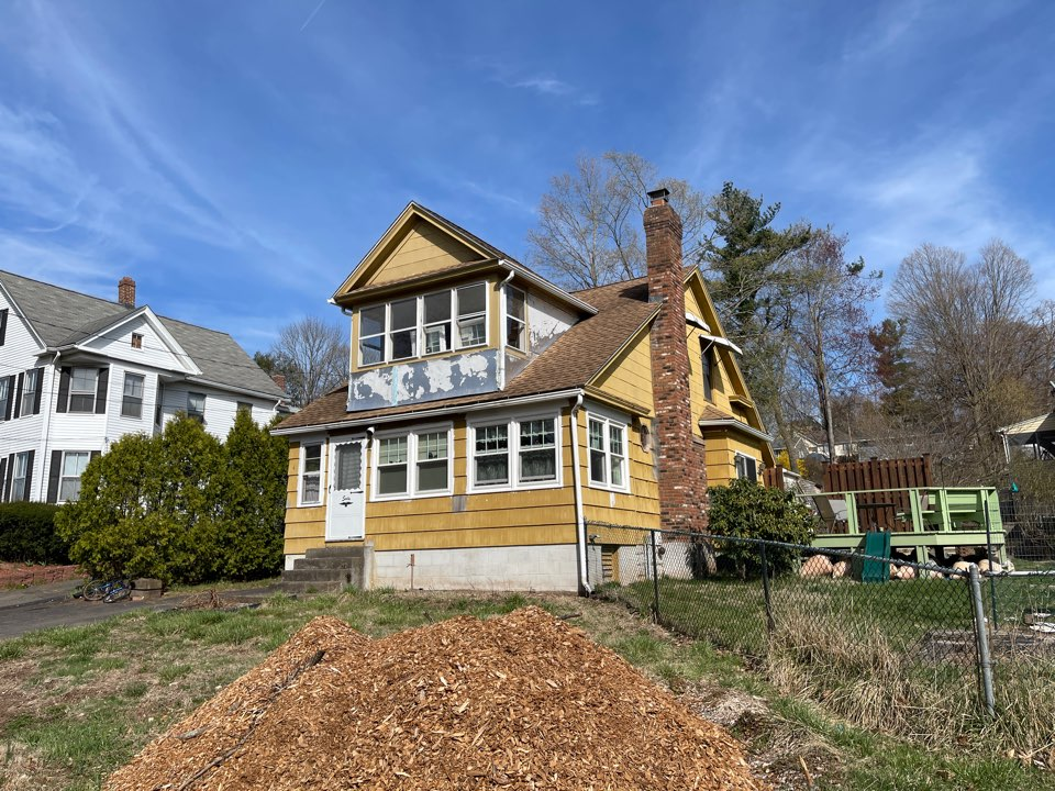 Meriden, CT - We are providing an estimate for siding on this cottage home