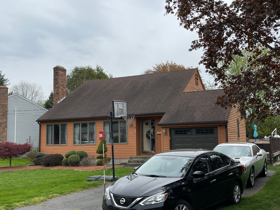 Cromwell, CT - We are providing an estimate for vinyl siding on this cape home.