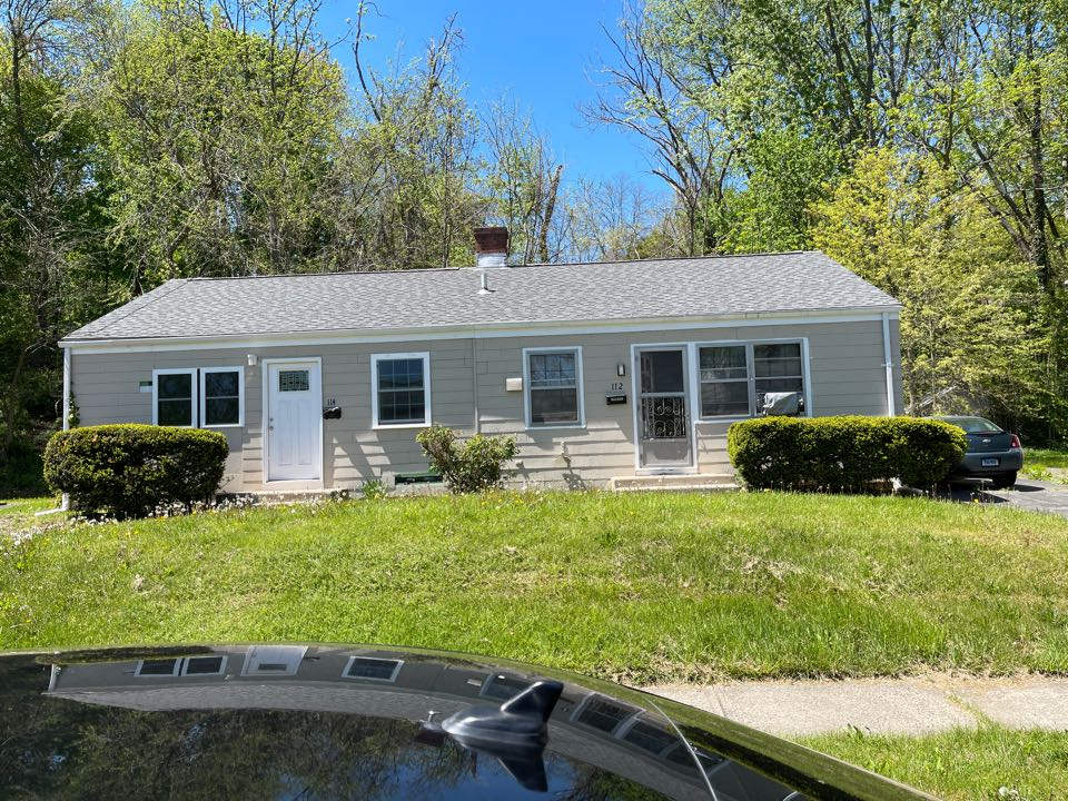 West Hartford, CT - We are providing an estimate for vinyl siding on this ranch home.