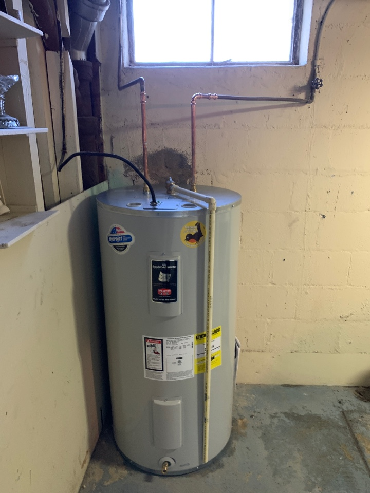Allentown, PA - Installed new 50 gallon electric Bradford white water heater.