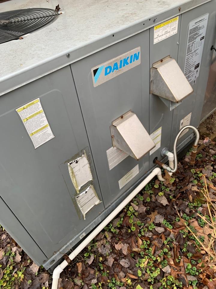 Oak Ridge, TN - 1 system fall Maintenance on a Daikin gas package unit.