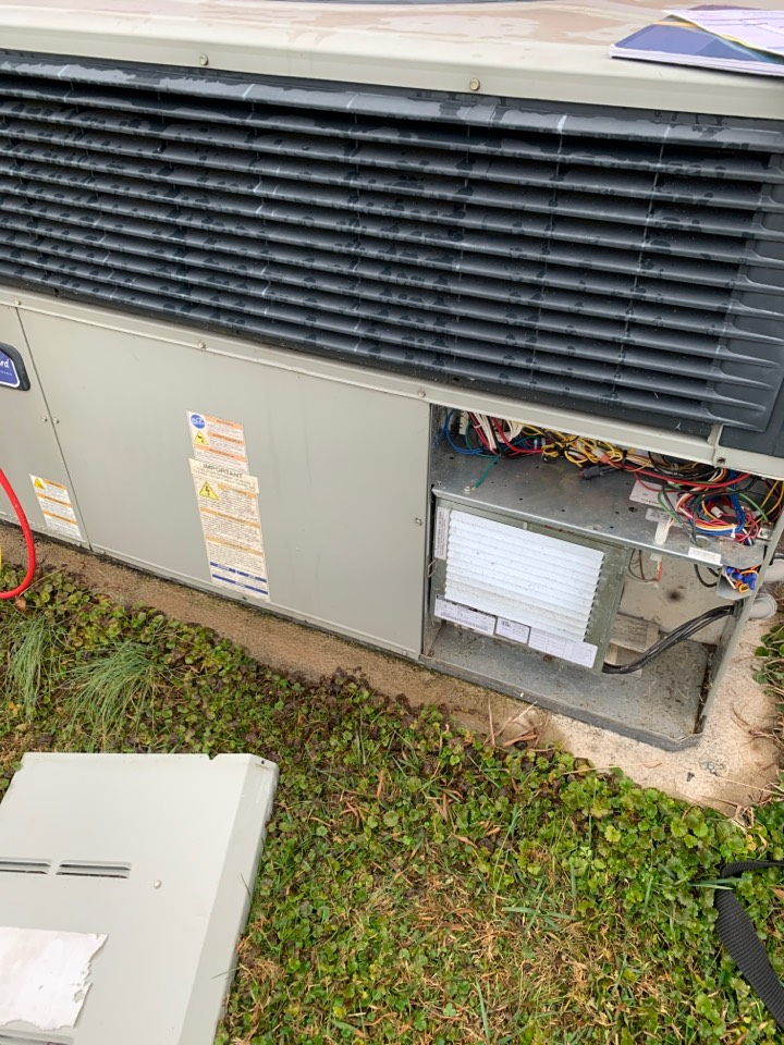 Louisville, TN - 1 system fall Maintenance on an American Standard heat pump and electric heat package unit.