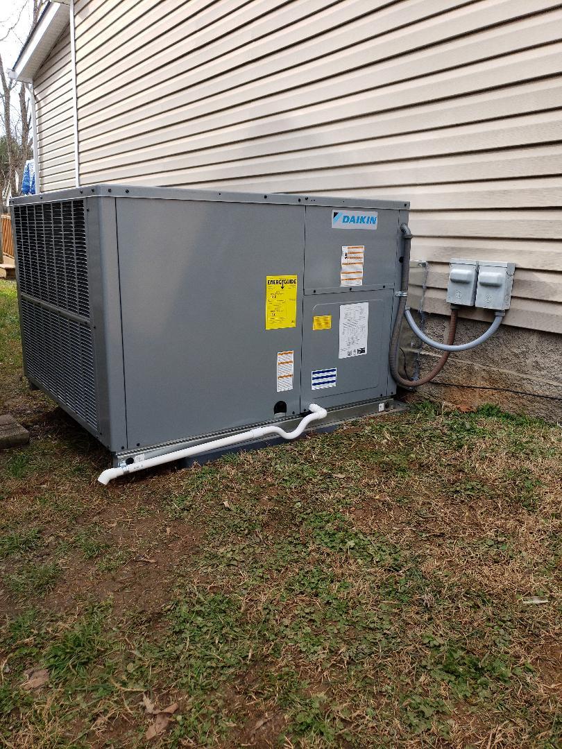 Knoxville, TN - Installation of New Daikin Package Heat Pump
