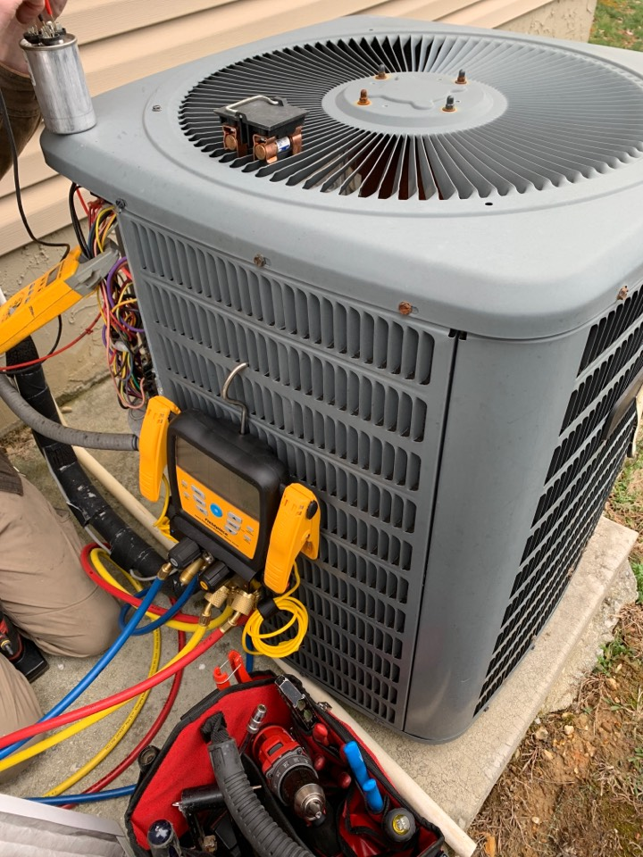 Knoxville, TN - 2 system fall Maintenance on an Amana heat pump and electric heat and a gas furnace.