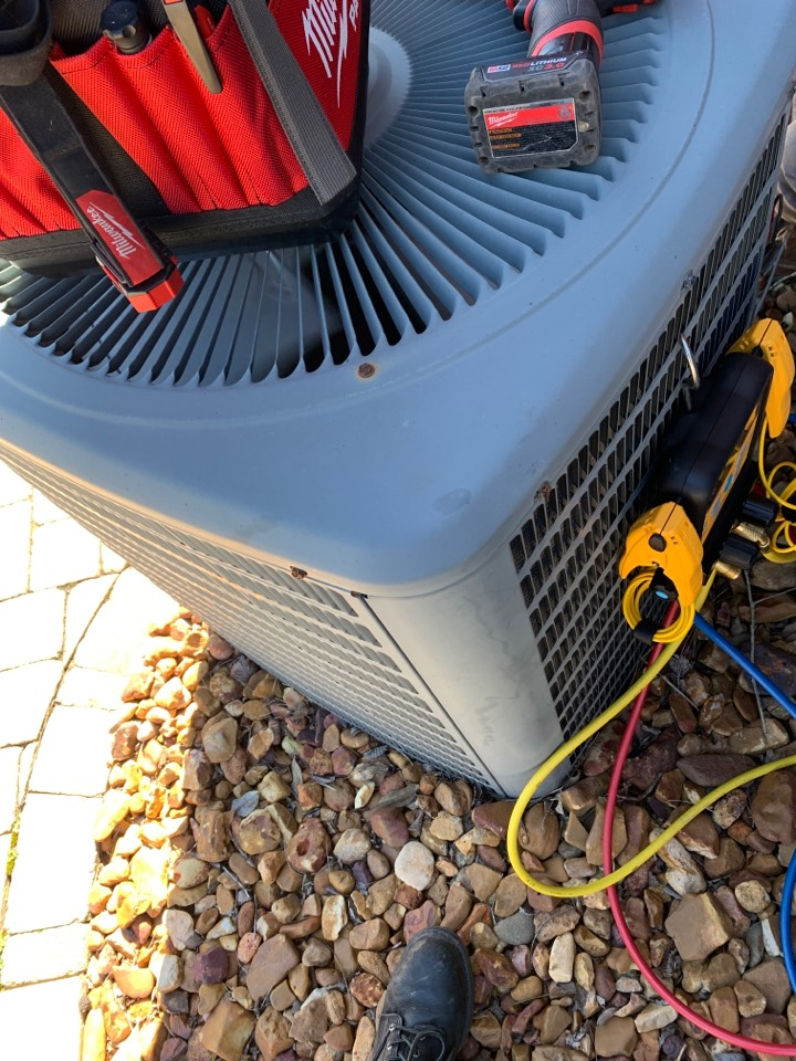 Knoxville, TN - 2 system fall Maintenance on a Goodman split heat pump and electric heat and Daikin gas furnace.