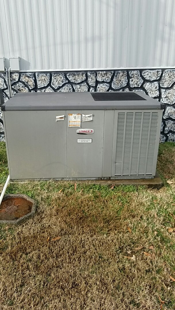 Corryton, TN - Performed heating inspection on Lennox package heat pump.