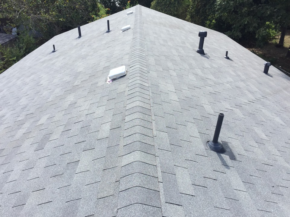San Antonio, TX - We put a basic Owen's Corning Supreme in Estate Gray on this house. Turned out nice!