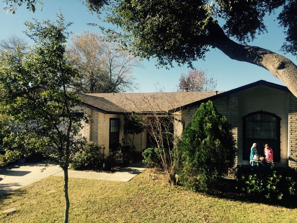 San Antonio, TX - We installed Owens Corning Oakeidge shingles in Driftwood on this home in Northeast San Antonio. Looks sharp! We had to replace quite a bit of rotten decking and the chimney cap, as well.