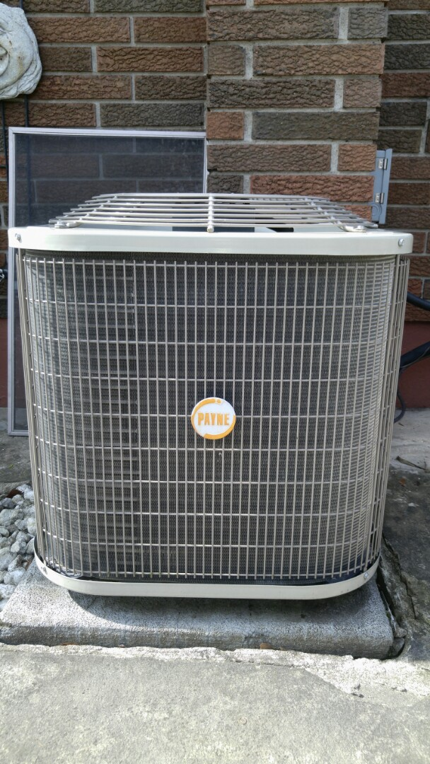 Niagara Falls, ON - Maintenance on Payne air conditioner