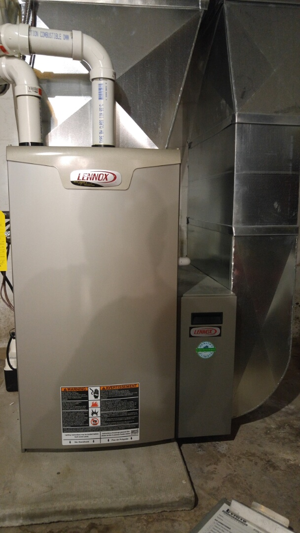 Niagara Falls, ON - Service call. Performed furnace and air conditioner maintenance on Lennox units.