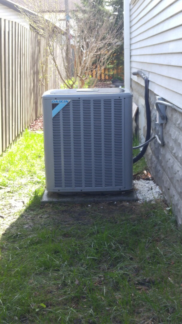 Thorold, ON - Maintenance call. Performed air conditioner maintenance on Daikin unit.