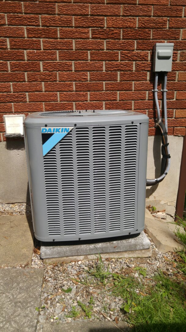 St. Catharines, ON - Service call. Performed air conditioner maintenance on Daikin unit.