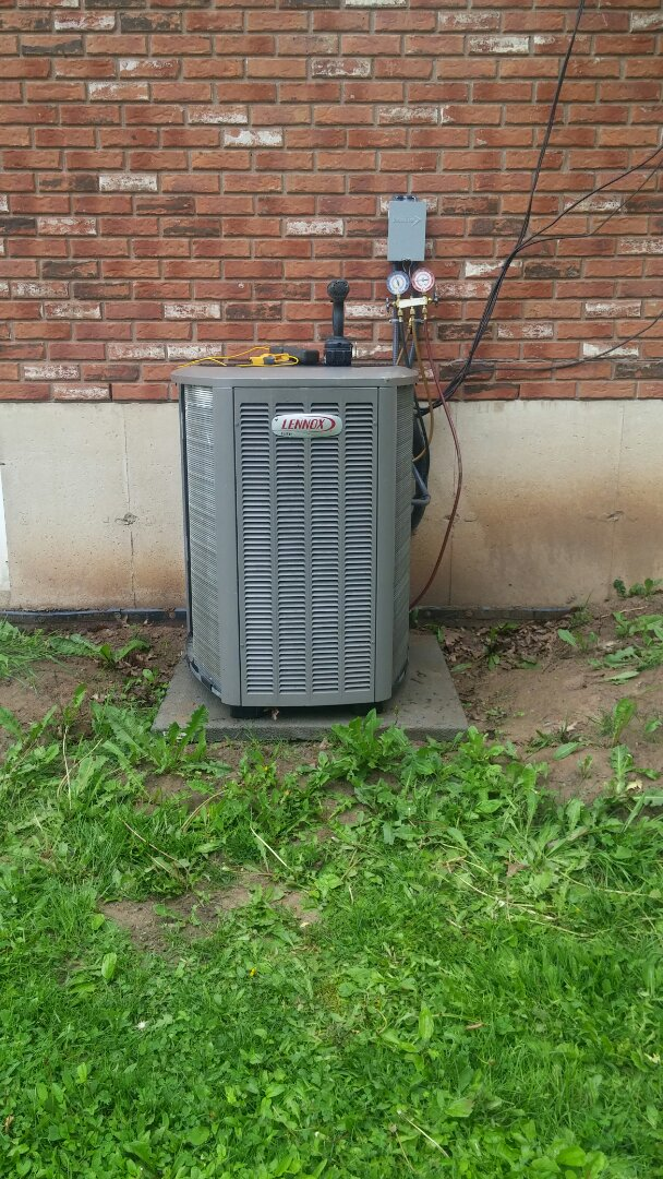 Welland, ON - Maintenance and inspection of Lennox air conditioner.