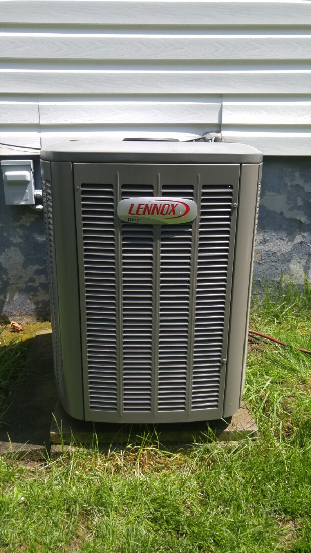 Niagara Falls, ON - Service call. Performed air conditioner leak check on Lennox unit.