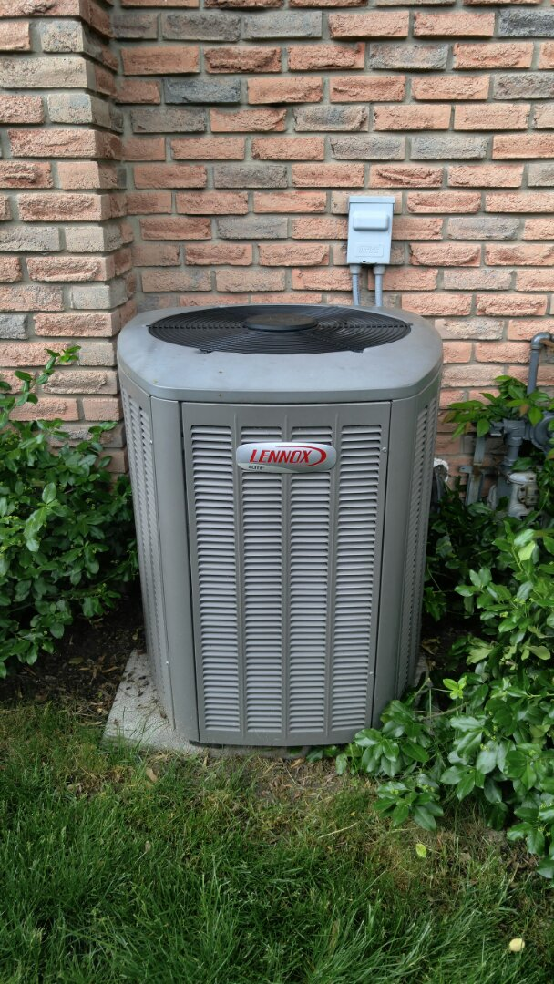 Thorold, ON - Maintenance on Lennox air conditioner unit.