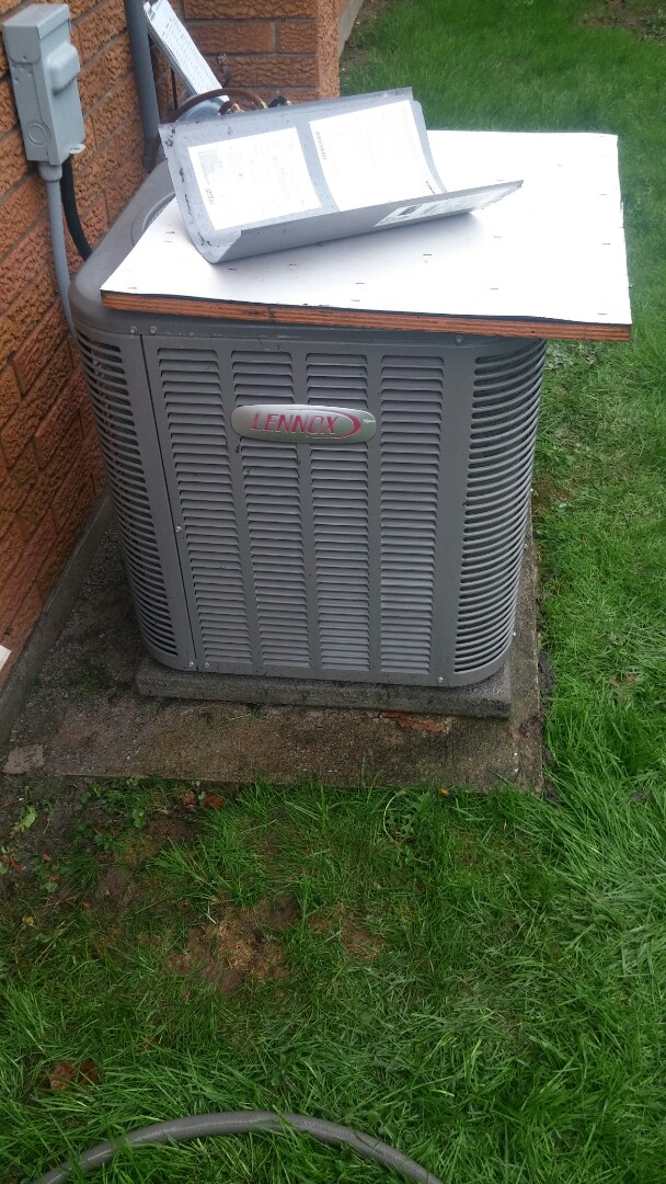 St. Catharines, ON - Maintenance and repair of Lennox air conditioner. Added u.v. tracer dye pack and recharged.