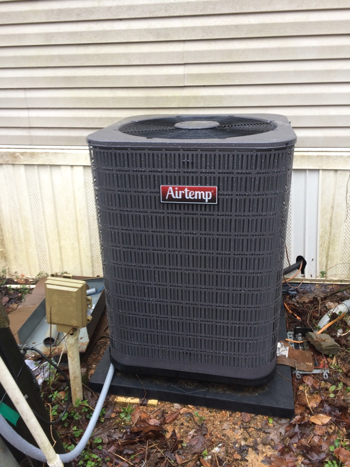 Installation of a Air Temp mobile home system.