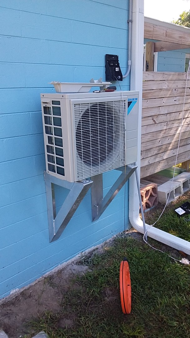 Ormond Beach, FL - Daikin Mini Split Install . Ormond Beach