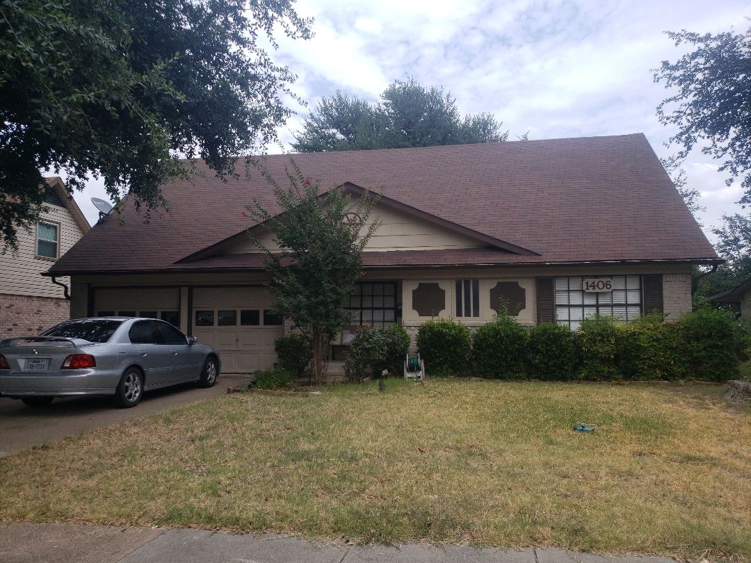 Richardson, TX - Finalizing details for this roof install