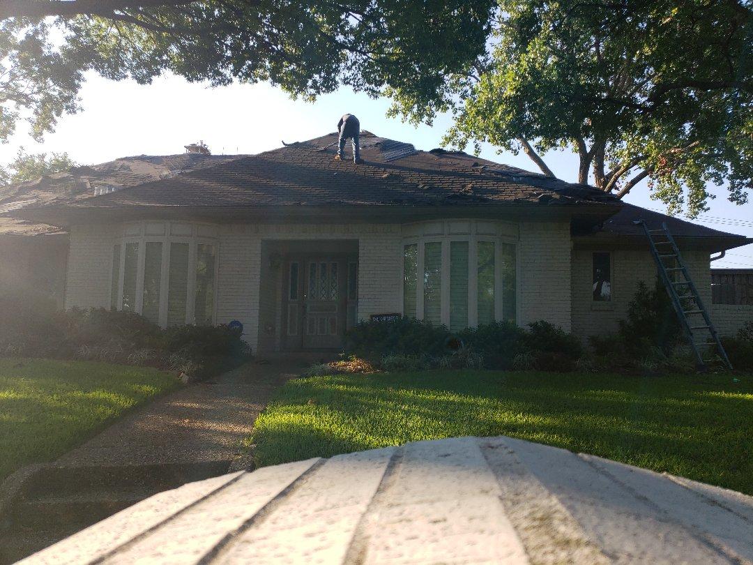Dallas, TX - Managing a roof installation