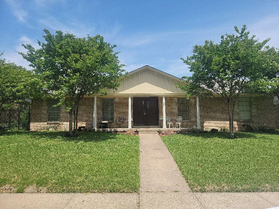 Dallas, TX - Looking for a roof leak between the shingled roof and the metal roof extension over the rear patio.