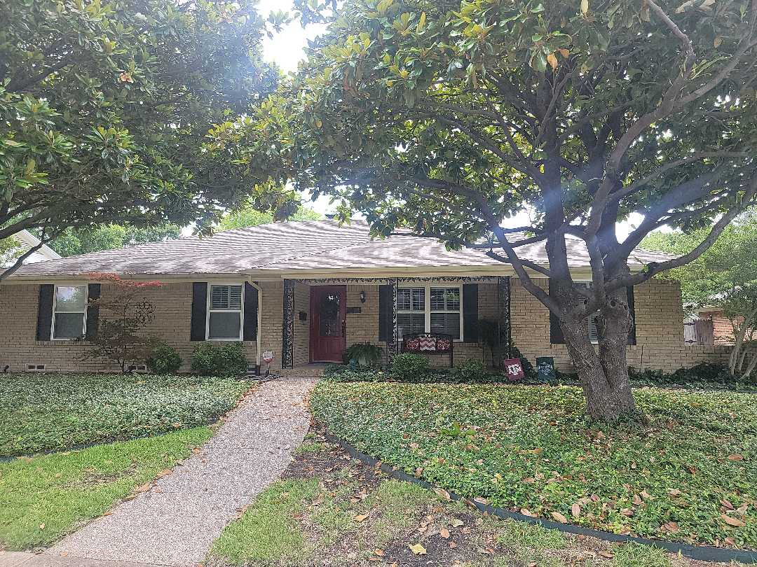 Dallas, TX - A small repair on this 30byear laminated shingle roof.