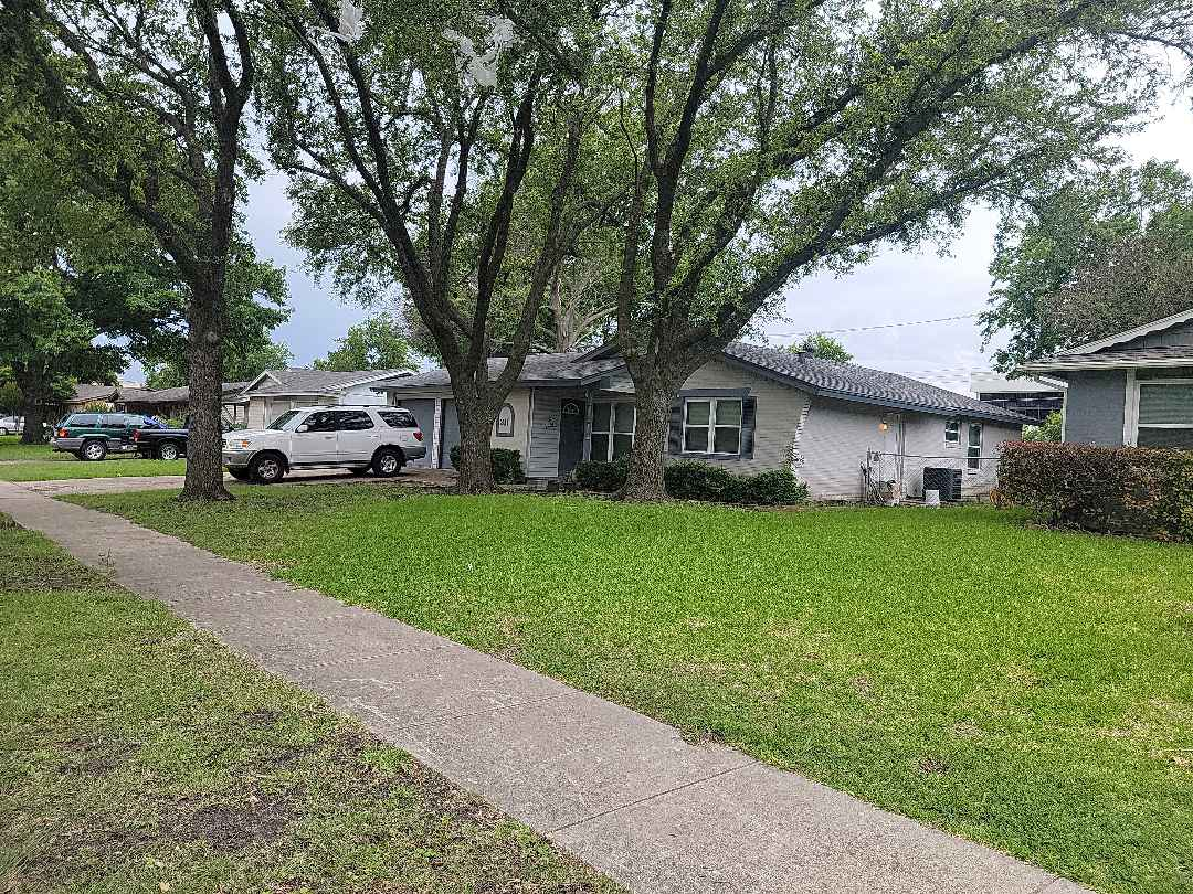 Richardson, TX - Roof inspection for a realtor who has a contract on this house.