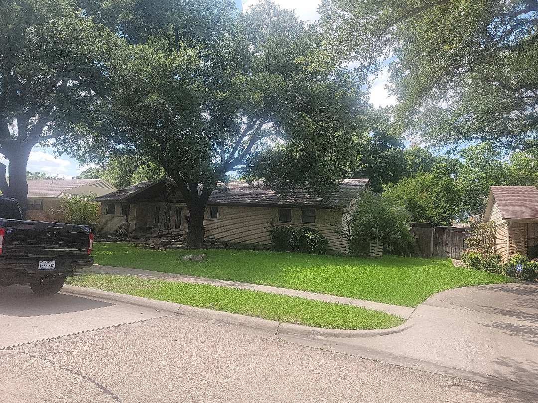 Richardson, TX - Looking at a gutter issue for this homeowner.